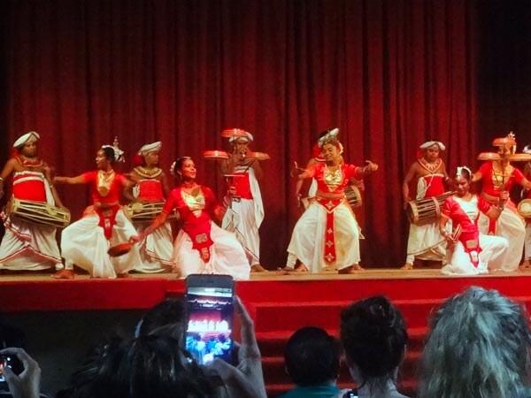 Kandyan-cultural-dance-show.